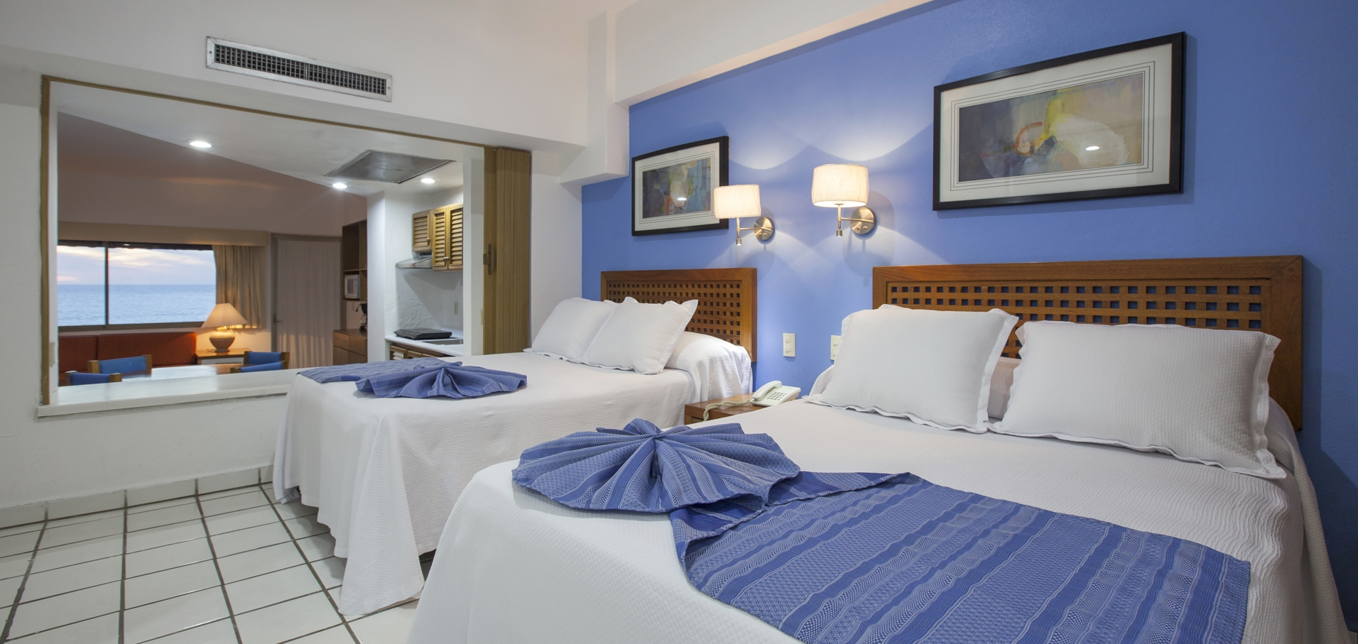 Suite with kitchenette and sea view